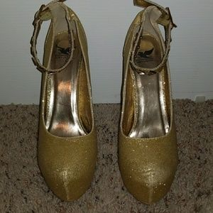 Sparkly gold heels with ankle strap